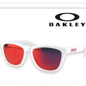 0dbb6893026 Oakley Accessories - Oakley Frogskins White Frame Red Lense